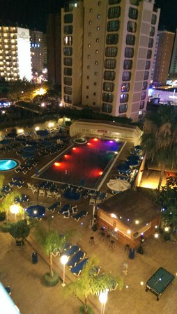 Presidente Hotel: the pool at night
