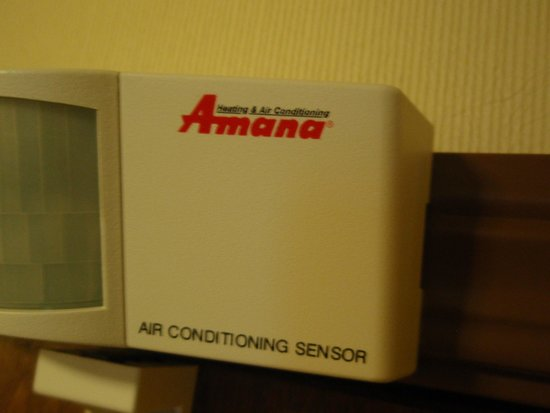 Comfort Suites Hotel & Convention Center Rapid City: A/C thermostat sensor