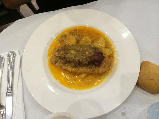Covadonga: Patata rellena de carne. No lo recomiendo. Muy seca... :(