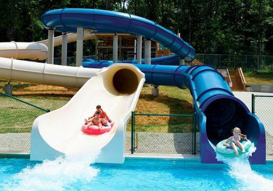 Lake Rudolph Campground & RV Resort: Fiberglass Water Slides at Santa's Splash Down WaterPark