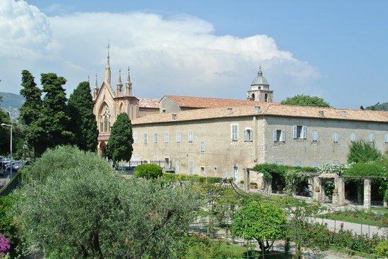 Monastere de Cimiez: 庭園から見た修道院