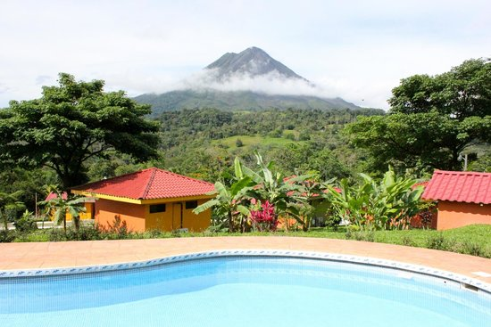 Hotel Miradas Arenal : Volcano View From Pool