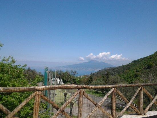 Agriturismo La Chiana: spettacolare Vesuvio dai piani superiori