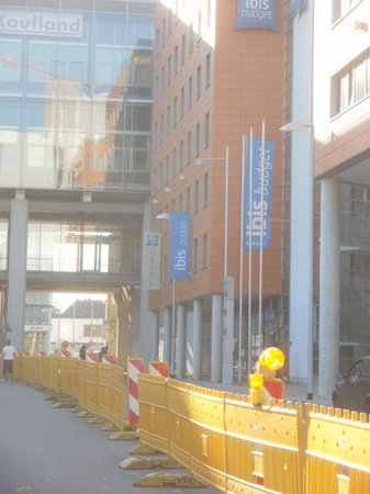 Ibis Budget Hannover Hauptbahnhof: Exterior view (with roadworks)