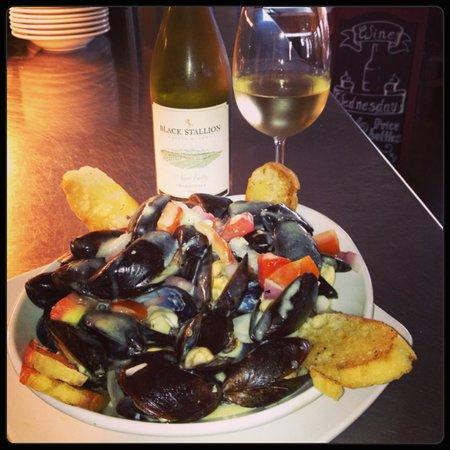 Napa Prime Burgers & Seafood: Sauteed Mussels