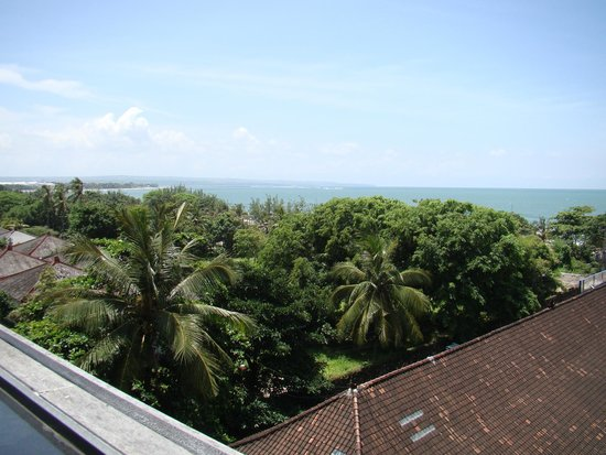Best Western Kuta Beach: vista piscina