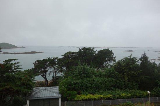 Manoir de Lan Kerellec : view from balcony over the sea