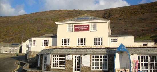 Coombe Barton Inn: Front of the pub...