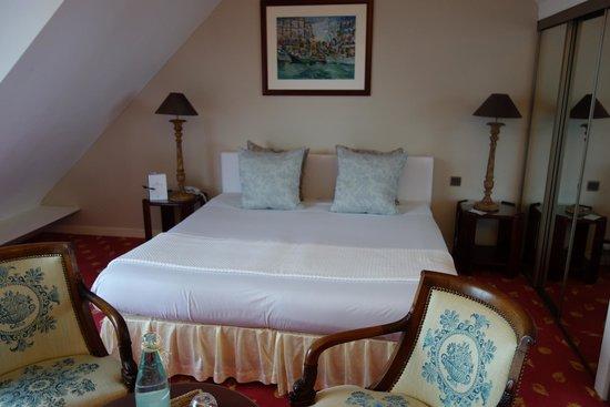 Manoir de Lan Kerellec : king size bed