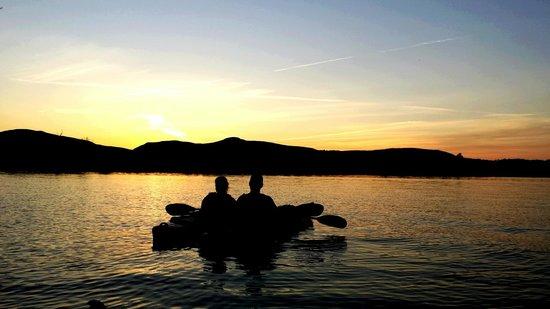 Sunset kayaking on the Hudson with I Paddle New York