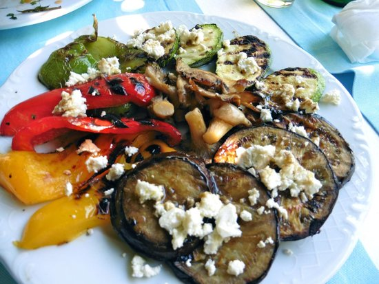 Petrino : Grilled vegetables with feta