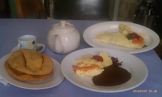 Erva's: Filling & Great breakfast...fluffy Fry Jacks, beans, omelette...yummmmyyyy!!!