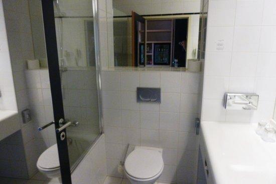 Arcotel Allegra Zagreb : Baño