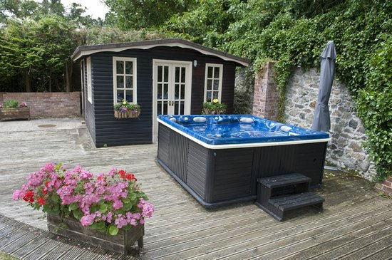 Ashbrook, Bangor Boutique Bed and Breakfast: Free use of the hot tub during your visit