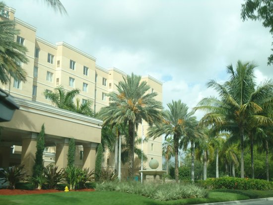 Homewood Suites Miami-Airport / Blue Lagoon : Frente