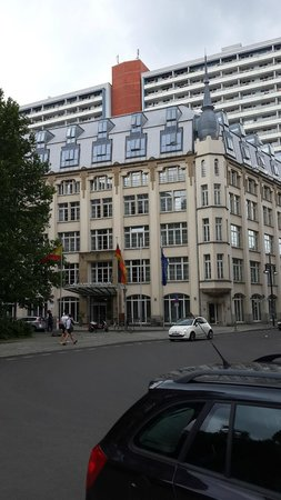 Hotel Alexander Plaza Berlin : The hotel from the outside