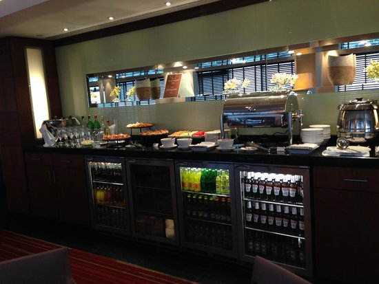 Hilton Warsaw Hotel & Convention Centre : Executive Lounge bar