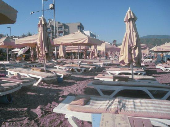 Stella Restaurant & Bar : Strandbedjes