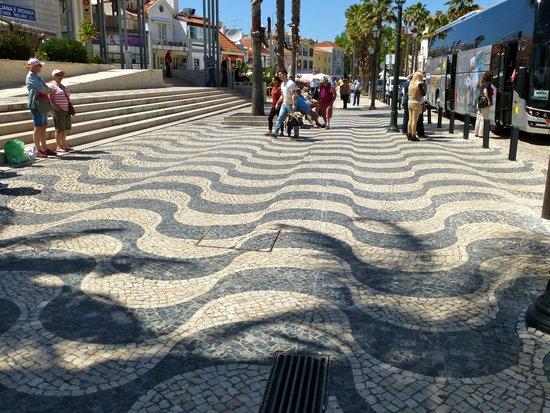 Lisboasightseeing : Optical Illusion in Cascais, Portugal