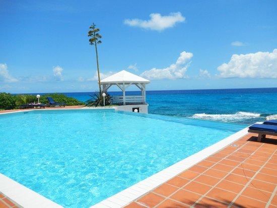 Stella Maris Resort Club: Rainbow House Pool and Gazebo