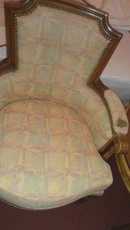 Eden Palace au Lac : ripped furniture