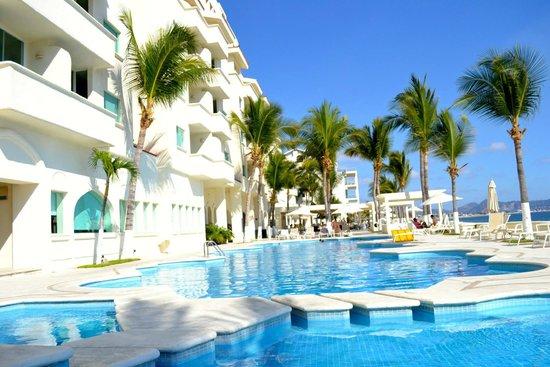 Camino Real Manzanillo: el hotel y la alberca