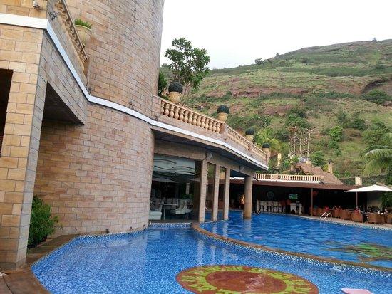 Della Adventure Resorts: POOL AREA