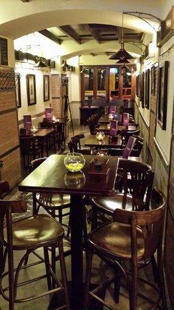 """La Bruja Omkara: Una tetería en un exquisito """"café de Paris"""" granadino."""