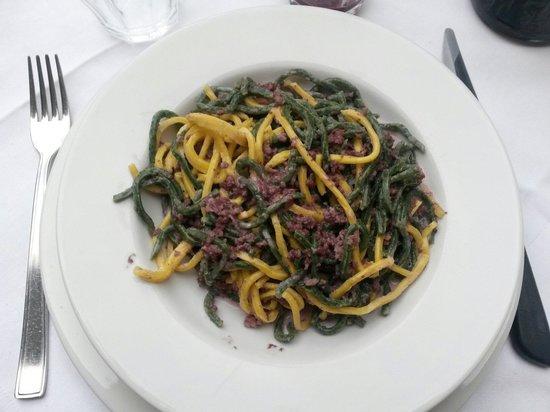 Corte dei Mori: Spaghetti fatti in casa con salsiccia e sangiovese....