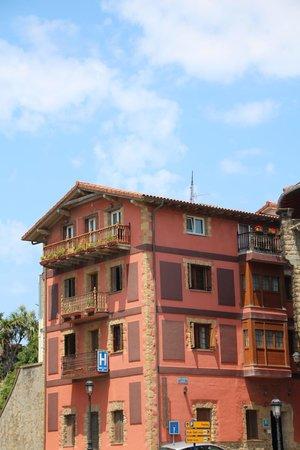 Hotel Itxas Gain Getaria: Hotelansicht vom Ort aus