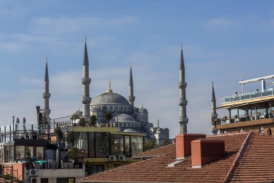 Four Seasons Hotel Istanbul at Sultanahmet : Blue Mosque from the roof