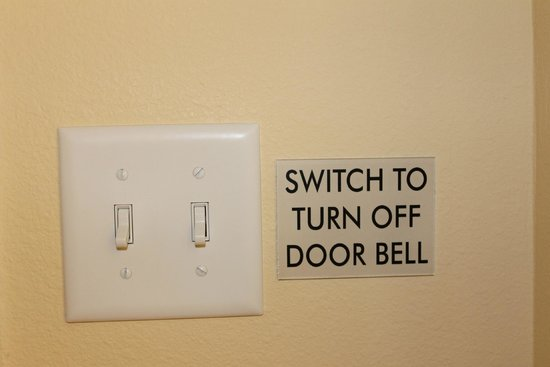 La Quinta Inn & Suites Rochester: Room has a doorbell that can be turned off