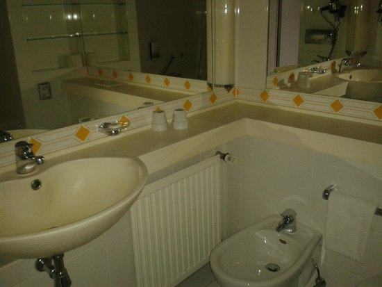 Derag Livinghotel Grosser Kurfürst: Salle de bain propre et spacieuse