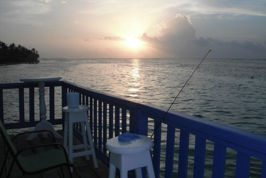 Tranquility Bay Resort: Sunrise off the restaurant deck