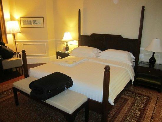Raffles Grand Hotel d'Angkor : single room