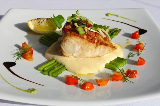 Thong Dee The Kathu Brasserie: Butterfish with smoked potato foam and sautéed asparagus