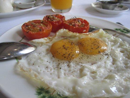 Raffles Grand Hotel d'Angkor: breakfast
