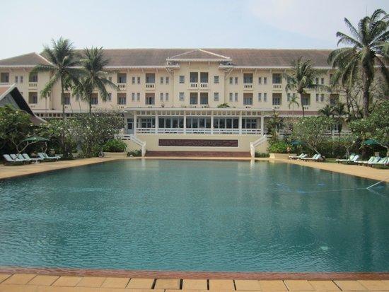 Raffles Grand Hotel d'Angkor: pool