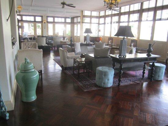 Raffles Grand Hotel d'Angkor: waiting area