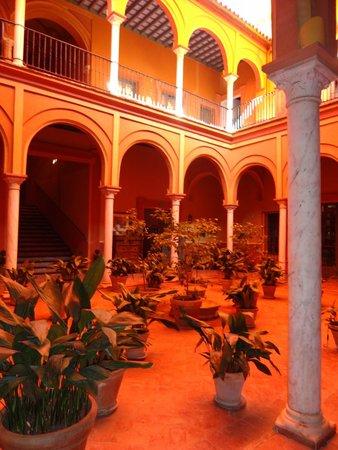 Casa Palacio de Carmona: Patio