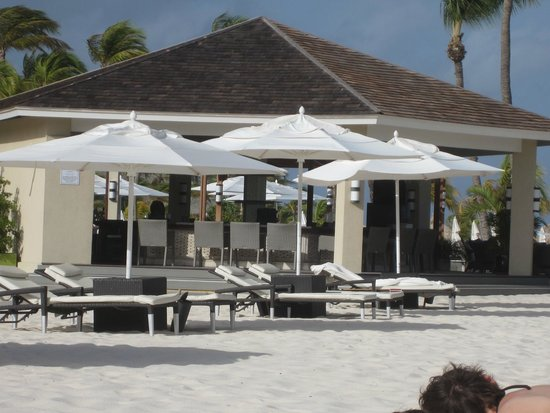 Bucuti & Tara Beach Resort Aruba: Bar at the Baech