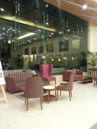 Lemon Tree Premier, Delhi Airport: Lobby waiting area