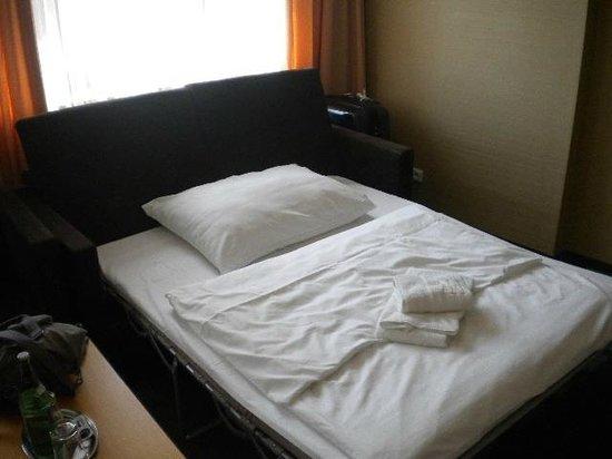 Hotel Danubia Gate Bratislava: cama extra