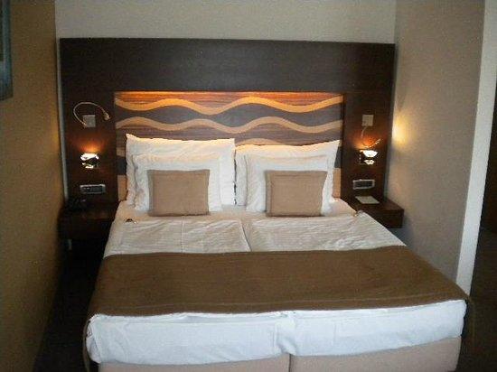 Hotel Danubia Gate Bratislava: Quarto triplo de luxe