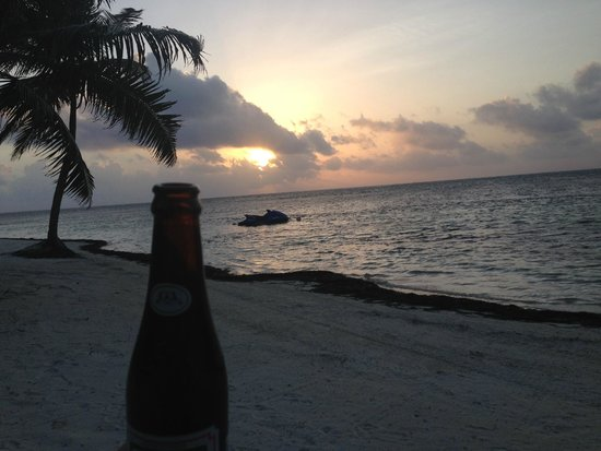 Sapphire Beach Resort: Sunrise beer at Sapphire beach!
