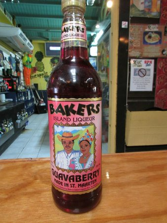 Pineapple Pete: guavaberry drink at the bar
