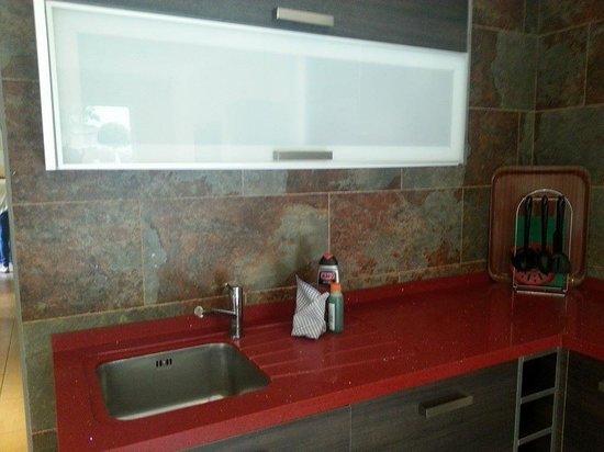 HOVIMA La Pinta Beachfront Family Hotel : Kitchen.