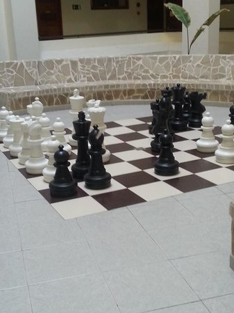 HOVIMA La Pinta Beachfront Family Hotel : Chess for children and adults.