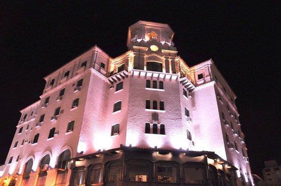 Hotel Salta: frente del hotelSalta