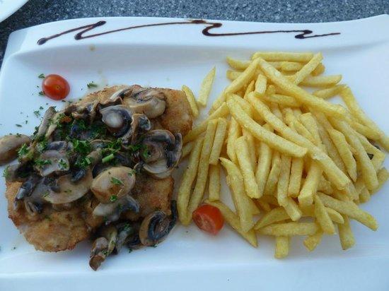 """Hotel Zur Morschbach : Unser Favorit """"Champi S"""" (Wiener Schnitzel mit Champignonrahmsoße)"""